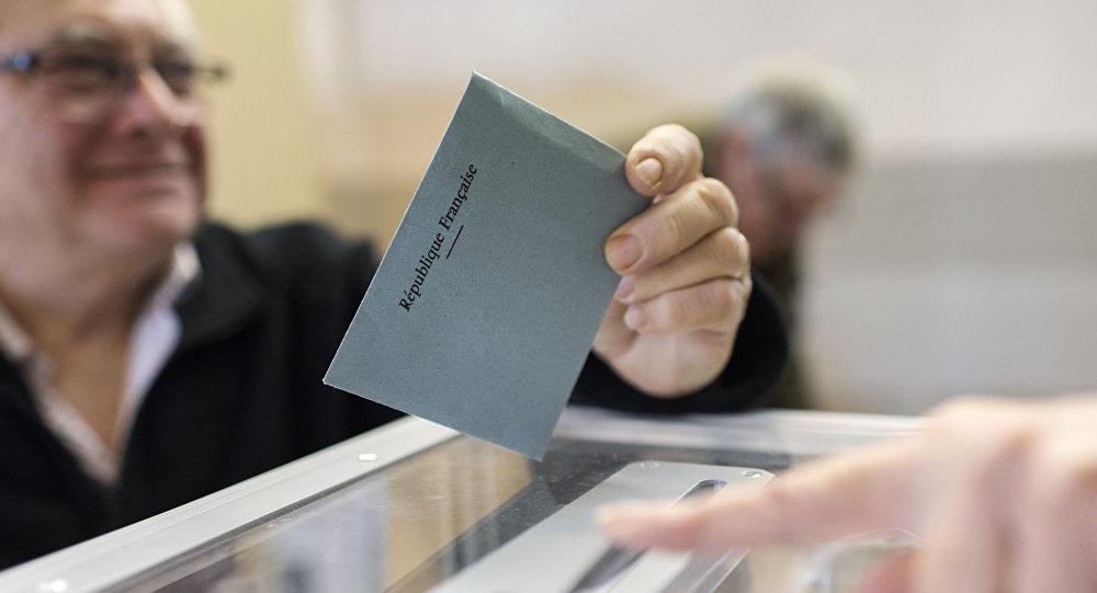 Un colegio electoral en Francia