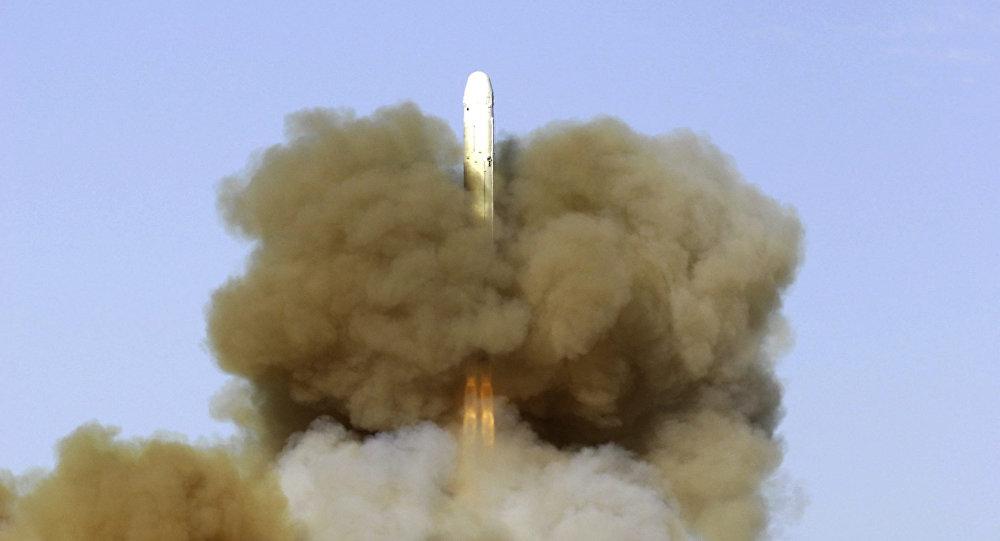 Lanzamiento de un misil balístico RS-18 desde el cosmódromo de Baikonur