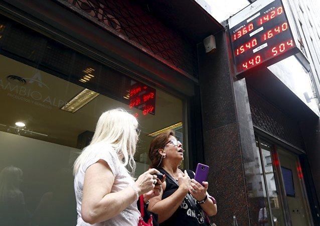 Devaluación de peso argentino obedece al shock del mercado único