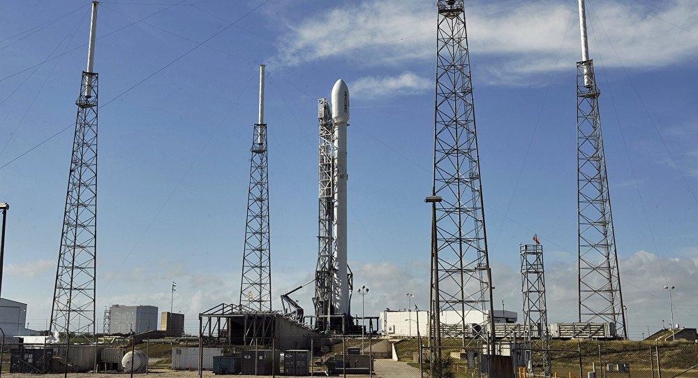 SpaceX lanza cohete rumbo a estación espacial