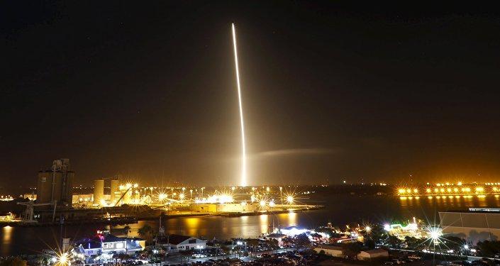 Retorno del primer cuerpo del cohete Falcon 9