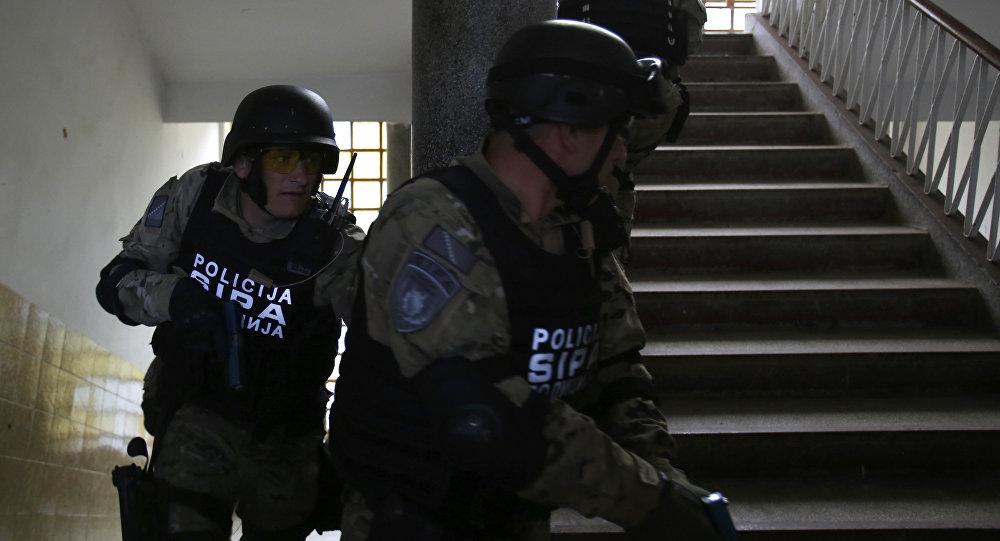 Policías bosnios durante una operación especial (archivo)