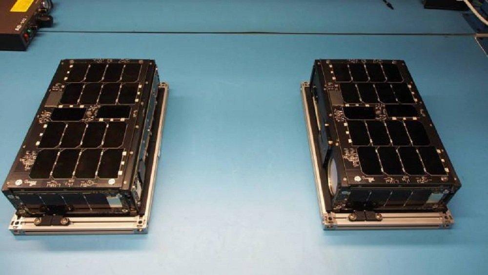 Dos satélites de la serie Perseus-M