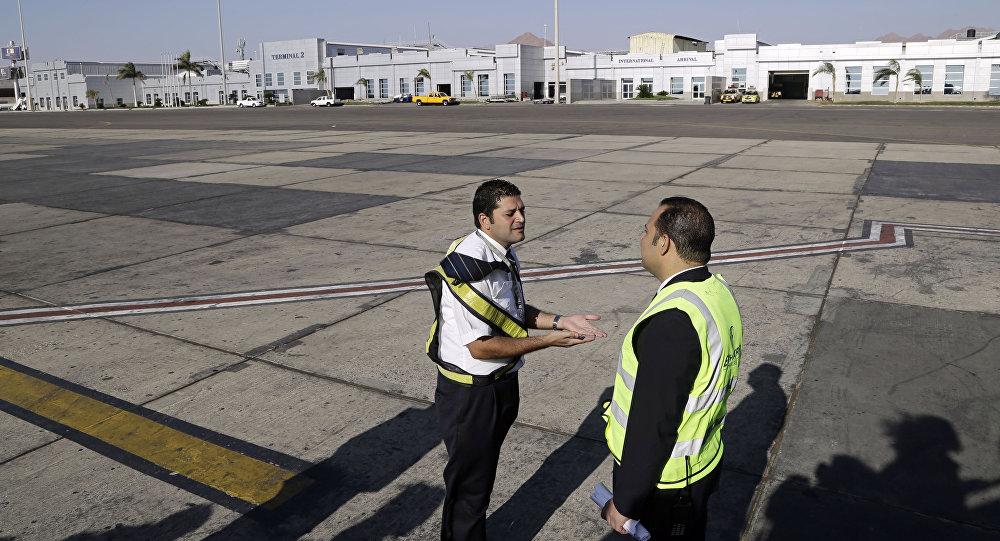 Empleados del aeropuerto egipcio de Sharm el Sheij