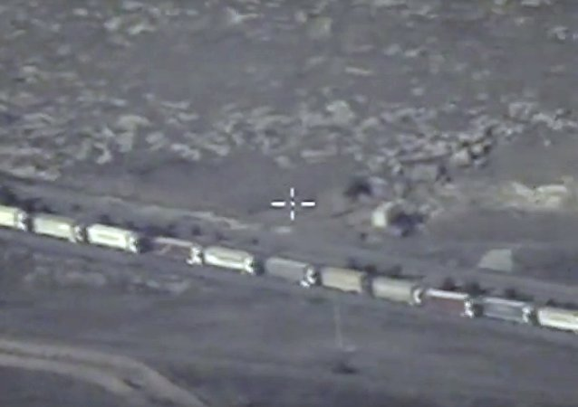 Los camiones con petróleo pasan de contrabando a Turquía
