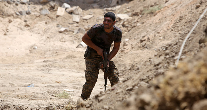 Miembro de las Fuerzas de la Movilización Popular en Irak (archivo)