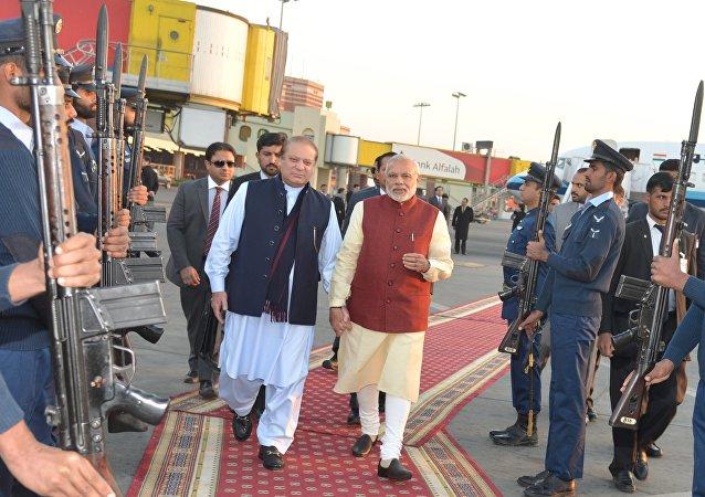 Primer ministro de Pakistán, Nawaz Sharif, y so homólogo indio, Narendra Modi