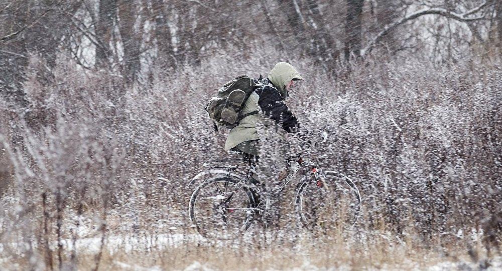 Finlandia prohíbe en cruce de la frontera con Rusia en bicicleta