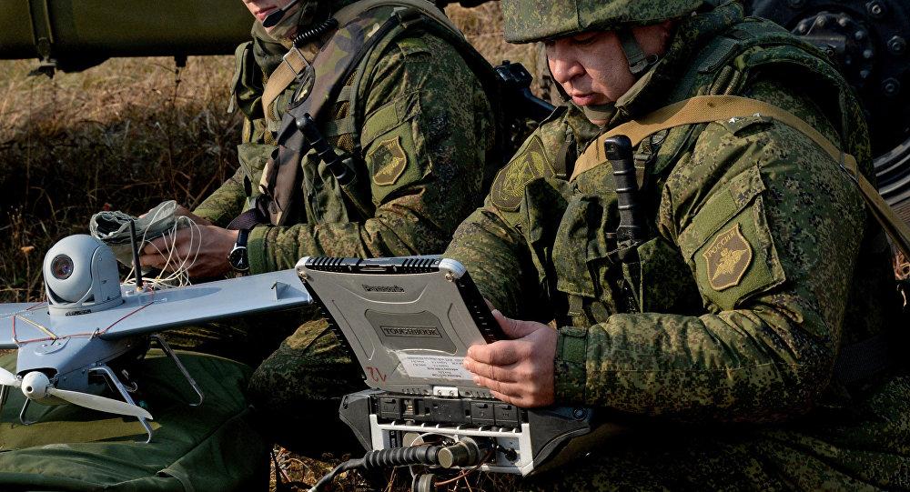 Militares rusos usan un dron