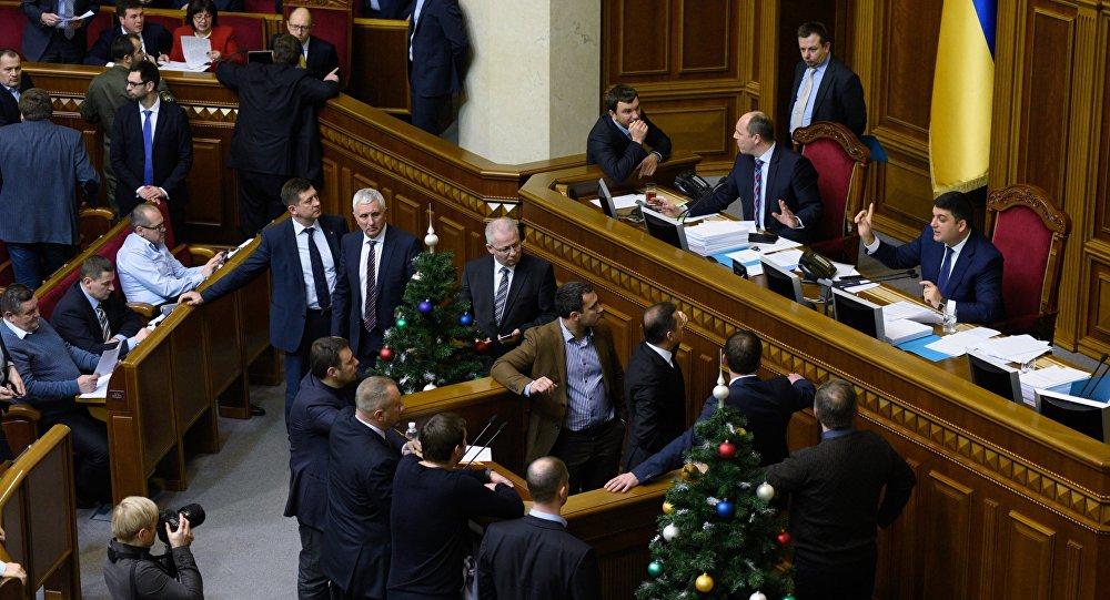 Rada Suprema de Ucrania ratifica introducción de sanciones económicas contra Rusia