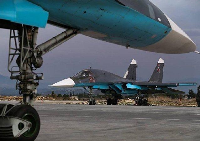 Bombarderos rusos Su-34 en la base aérea de Hmeymim en Siria (archivo)