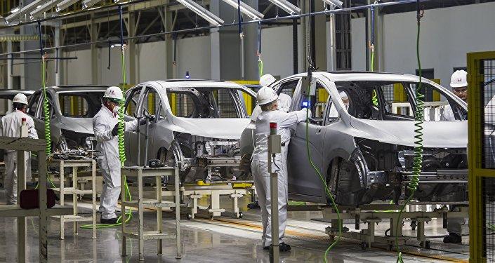 Trabajadores en la línea de montaje de la fábrica Honda Motors en Celaya, estado de Guanajuato, México
