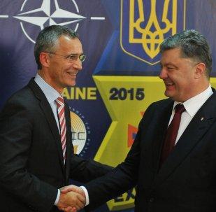 Secretario general de la OTAN, Jens Stoltenberg y presidente de Ucrania, Petró Poroshenko