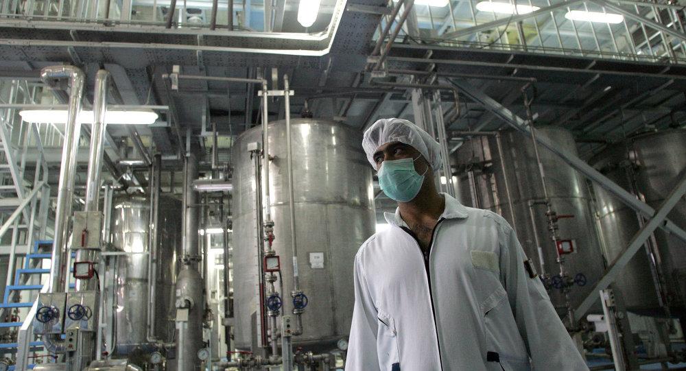 Un tecnólogo iraní en la planta de la conversión nuclear de Isfahán (archivo)