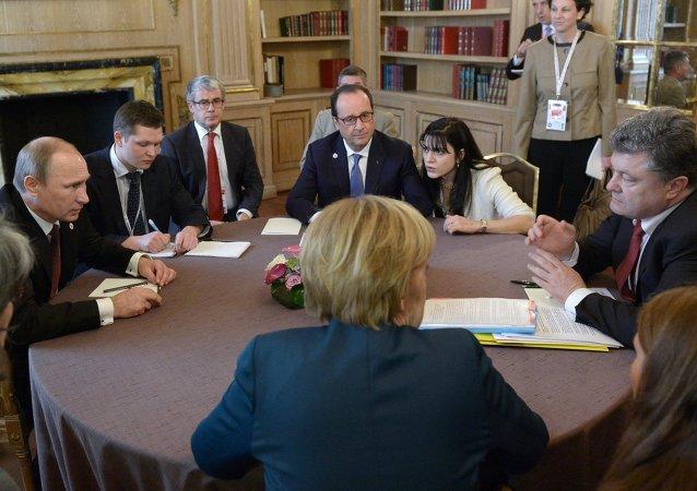 Angela Merkel, Vladímir Putin, François Hollande y Petró Poroshenko durante la cumbre del Cuarteto de Normandía (archivo)