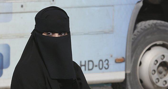 Una mujer saudí