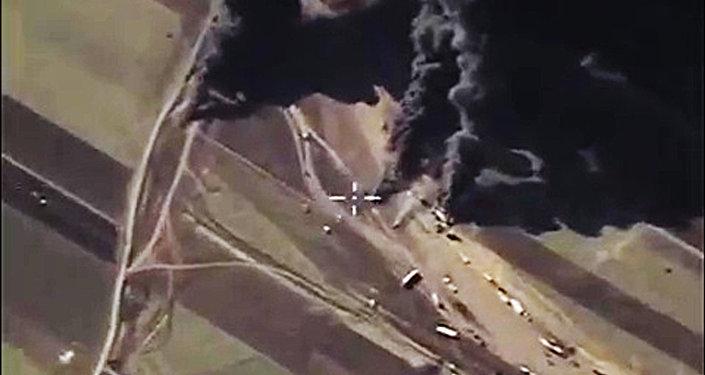Destrucción de los camiones cisternas de Daesh (archivo)