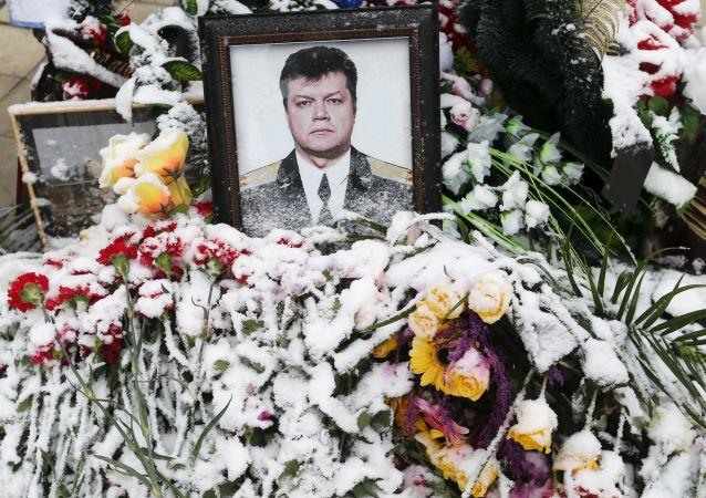 Retrato del piloto Oleg Péshkov, fallecido en el cielo sobre Siria (Archivo)