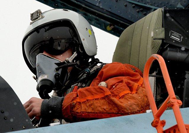 Piloto ruso durante las maniobras en Primorie