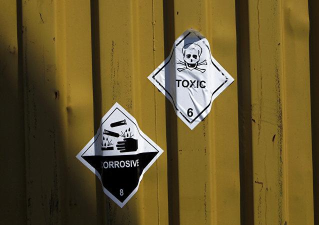 Etiquetas en los contenedores de armas químicas
