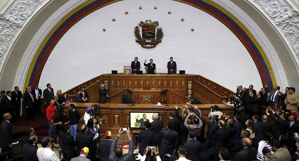 Henry Ramos (centro), presidente del parlamento de Venezuela