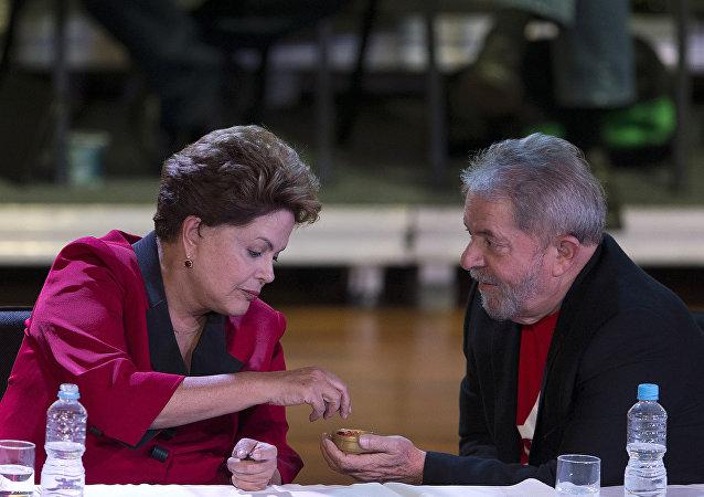 Dilma Rousseff, presidenta de Brasil, y Luiz Inácio Lula da Silva, el exmandatario del paìs