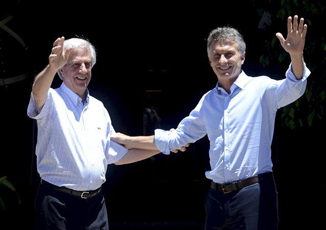Presidente de Uruguay, Tabaré Vázquez y presidente de Argentina, Mauricio Macri (archivo)