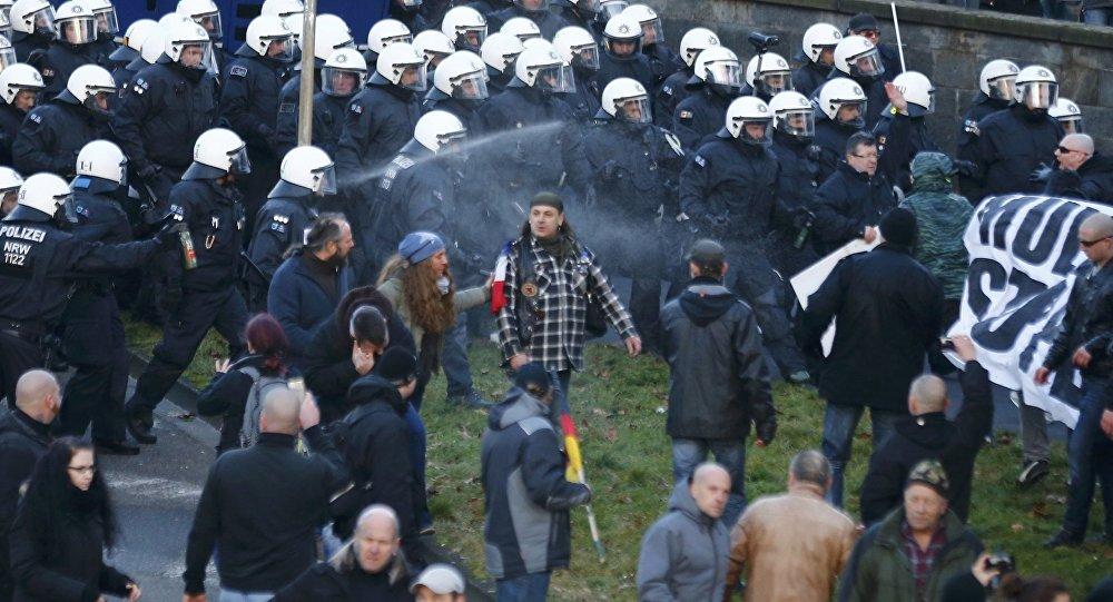 'Patriotas europeos' dispersados por la policía alemana en Colonia
