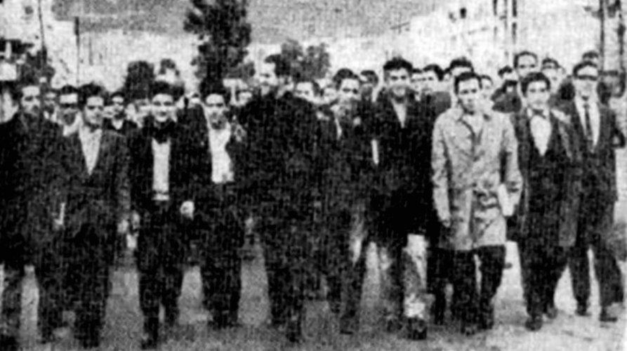 Camilo Torres con estudiantes