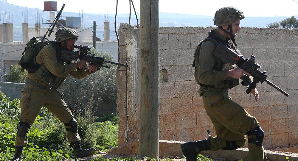 Soldados israelíes durante enfrentamientos con los palestinos