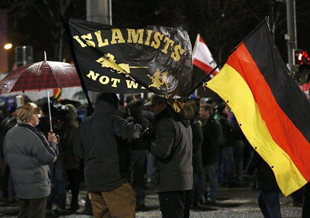 Protestas contra la política de asilo de la canciller alemana Angela Merkel en Leipzig