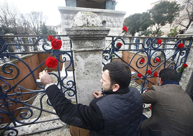 Homenaje a las víctimas del atentado en el centro de Estambul