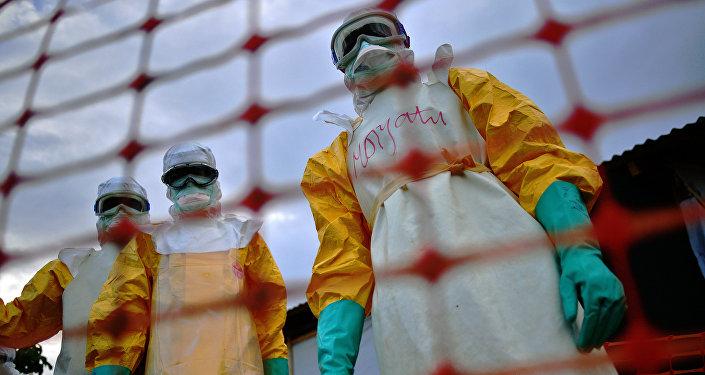 Médicos que luchan contra ébola (Archivo)