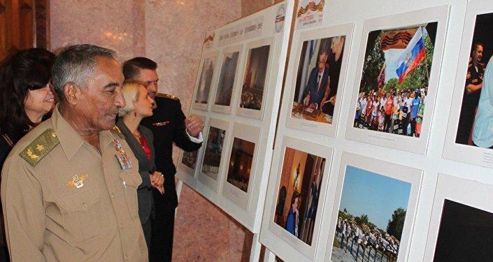 Arnaldo Tamayo Méndez en la Embajada rusa en Cuba
