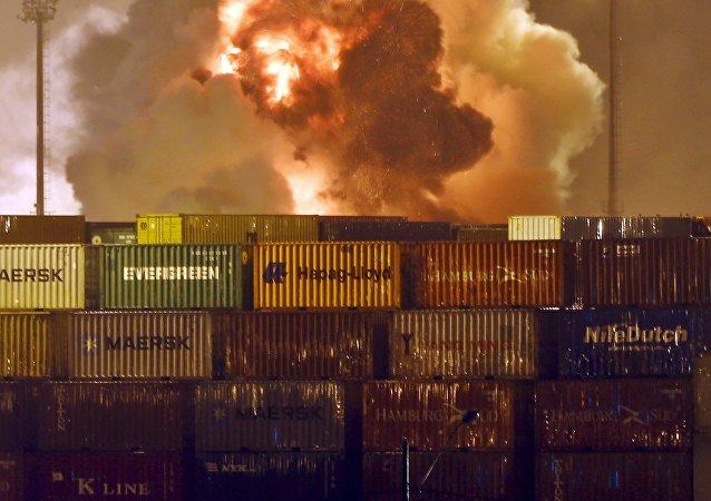 Incendio en una de las terminales de carga del puerto de Guarujá