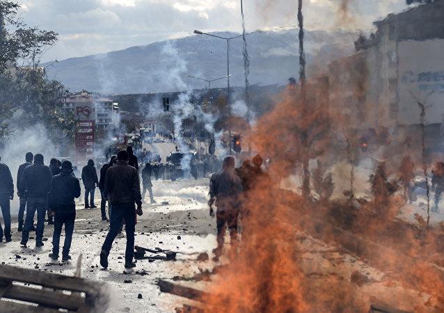 Enfrentamientos entre los alauitas kurdos y policía turca