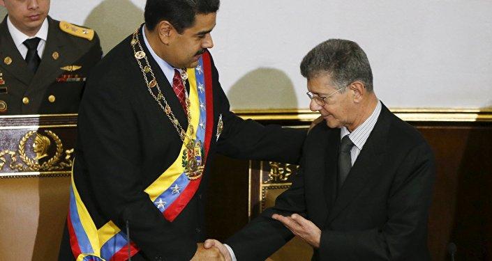 El presidente de Venezuela, Nicolás Maduro y el jefe del parlamento Henry Ramos