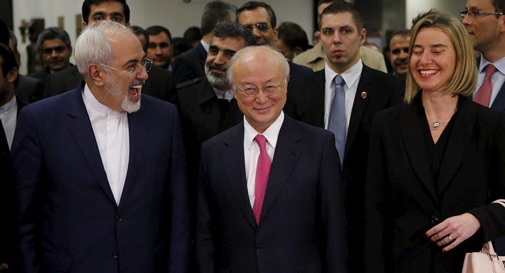 Ministro de Exteriores de Irán, Javad Zarif, director general del OEIA, Yukiya Amano, y alta representante para Asuntos Exteriores de UE, Federica Mogherini