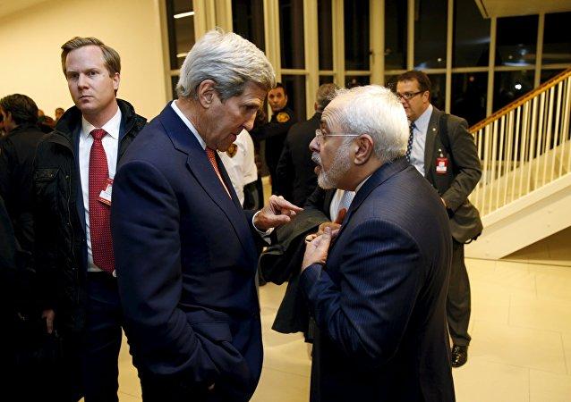 Secretario de Estado de EEUU, John Kerry, y ministro de Exteriores de Irán, Javad Zarif