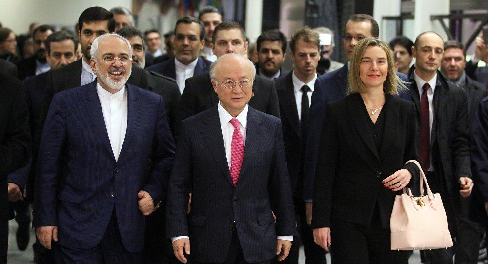 Ministro de Exteriores de Irán, Javad Zarif, director general de la OIEA, Yukiya Amano y alta representante para Asuntos Exteriores de la UE, Federica Mogherini durante la reunión sobre programa nuclear iraní