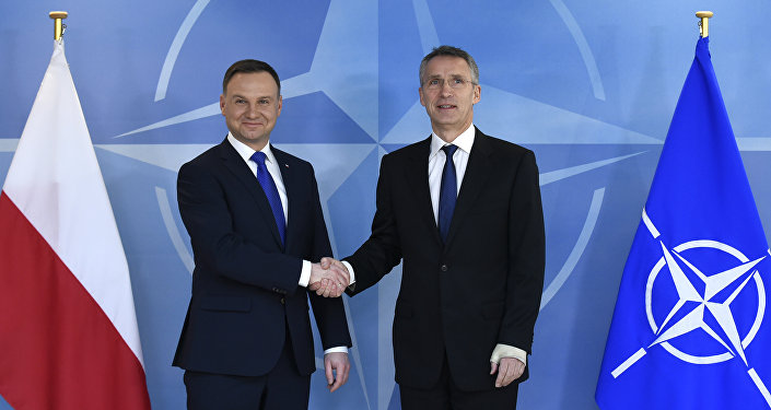 Presidente de Polonia, Andrzej Duda y secretario general de la OTAN, Jens Stoltenber durante una reunión en Bruselas