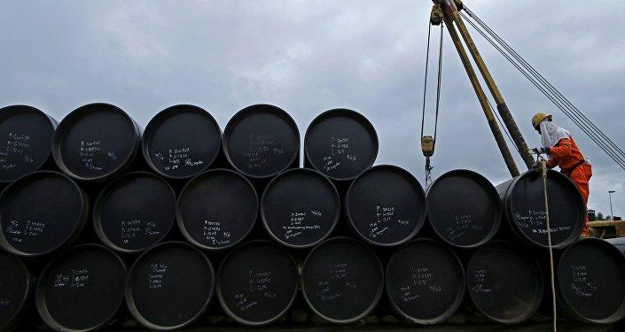 Barriles con petróleo