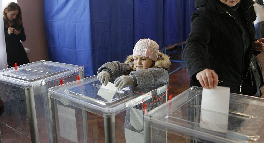 Elecciones locales en Ucrania en noviembre de 2015 (archivo)