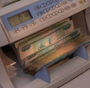 Los rublos en una oficina de cambio en Moscú