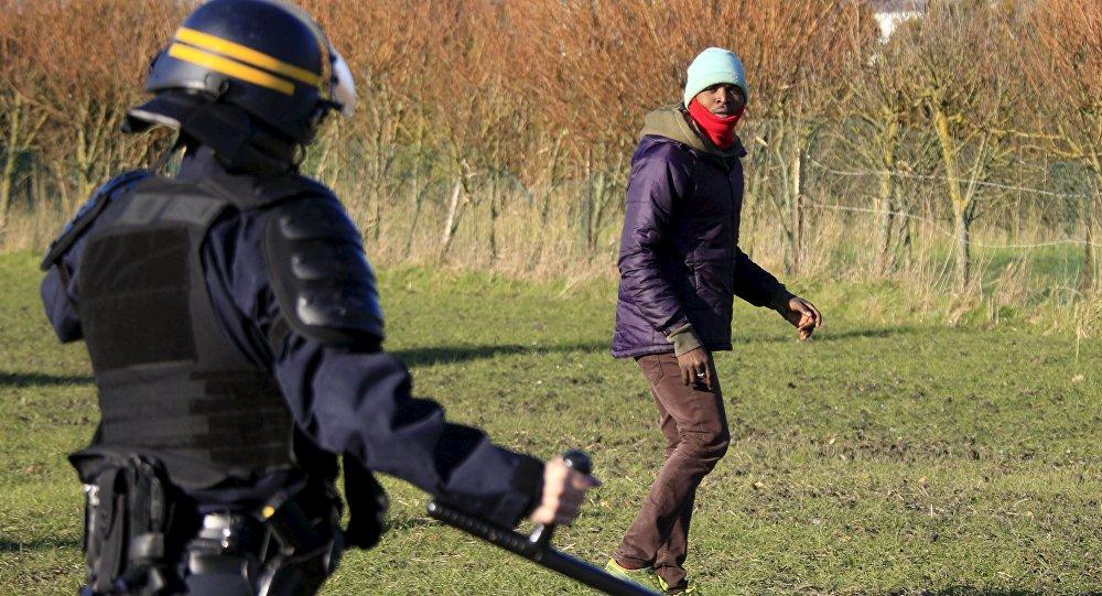Detenidos 24 migrantes y 11 manifestantes en el puerto francés de Calais
