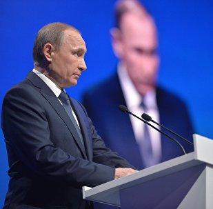 Presidente de Rusia, Vladímir Putin, en el foro del Frente Popular Panruso en Stávropol