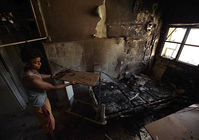 Hospital destruido por bombardeos en Aden, Yemen