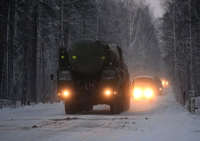 Мобильные ракетные комплексы Тополь заступили на боевое дежурство в Новосибирской области