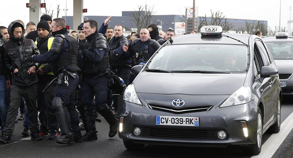 La reacción de la Policía a la huelga de taxistas en Francia