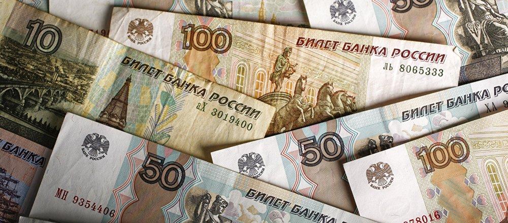 Rublos en billetes de distinto valor